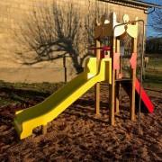 Château jeux extérieur enfant avec toboggan - Montage (hors scellement) : 1 journée et 1/2 à 2 personnes