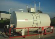 Citerne en acier distributeur de carburant - Citerne double paroi en acier avec un distributeur de carburant.