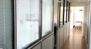 Cloison de bureau à parcloses  - Revêtements : mélaminé, stratifié, vinyle ou tôle