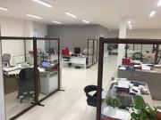 Cloison de protection vitrée pour poste de travail - Verre trempé - 4 formats disponibles - Profils alu laqué