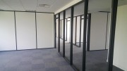 Cloison mobile vitrée - Panneaux à simple vitrage trempé ou feuilleté – Épaisseur : 12 mm maximum