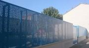 Tôle perforée sur-mesure pour clôture d'école