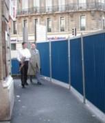 Clôture mobile bardée anti-affiche 2x2 m sur fourreaux - Clôture mobile bardée anti-affiche 2x2 m sur fourreaux