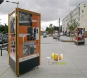 Colonne d'affichage et d'exposition sur pieds 3 faces - Miel/anthracite