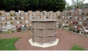 Columbarium à cases asymétriques - Dimensions de l'ensemble sans couvertine (L x l x h) : 2.60 x 0.50 x 1.62 m