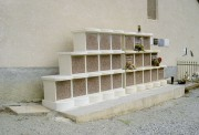 Columbarium en escalier 12 cases - Dimensions de l'ensemble (L x l x h) : 253 x 1.75 x 167 cm