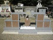 Columbarium en forme d'arche avec jardin du souvenir - Structure en granit massif poli - 3 modèles disponibles