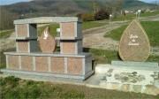 Columbarium en forme d'Arches - Structure en granit - Capacité : 12 cases