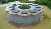 Columbarium en forme de fleur - Structure en granit massif poli - 3 modèles disponibles