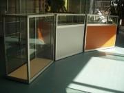 Comptoir d'exposition en verre et aluminium - Standard ou sur-mesure
