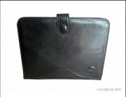 Conférencier en cuir avec languette - Dimensions (L x h) : 34 x 26 cm - Couleur : Noir