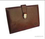 Conférencier en cuir avec rabat - Dimensions (L x h)  : 32 x 23 cm - Couleur : Fauve ou noir