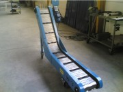 Convoyeur à tapis métallique à inflexion - Châssis en tôle plié - Charge légère 60 kg/unité