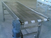 Convoyeur droit à tapis métallique - Châssis en tôle plié - Charge légère 60 kg/unité