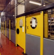 Création cloison industrielle - Zone de stockage sécurisée de 4 m de hauteur