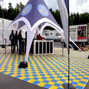Dalles clipsables polypropylène - Design scandinave - Garantie 10 ans - Facile à emboiter. Rapide à désinstaller. Idéal pour les sols de salons, foires, stands. Pas besoin d'outil.