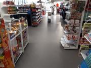 Dalles de sol PVC magasin commerce - Simple, rapide, résistant - Rénover votre commerce sans arrêt :  L'activité peut continuer lors de l'installation des dalles. Pas de dispersion de poussières dans votre local pendant les travaux