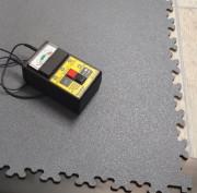 Dalles PVC à emboîtement de 7 mm d'épaisseur - Conditionnement : 8 dalles / carton (2 m²) - Résistance électrique : < 10^6 Ω (ESD)