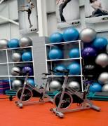 Dalles PVC salle fitness et crossfit - Simple, rapide et economique. Plusieurs coloris, choix des textures. Résiste à toutes les chutes de poids et haltères. Marquage logo