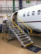Dock et escabeau d'accès aéronautique