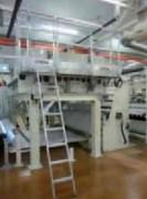 Echelle et plate-forme sur équipement de production - En tôle d'aluminium à damier, profil en aluminium strié ou caillebotis