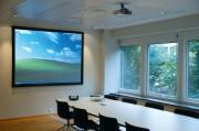 Ecran de projection pour salles lumineuse
