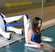 Élévateur mobile de piscine PMR - Élévateur sur batterie pour personnes à mobilité réduite