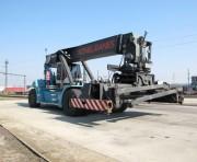 Empileur de conteneur à portée d'occasion - Capacité de levage : 41 000 kg - Année: 2008
