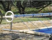 Enrouleur pour couverture de piscine - Dimensions hors tout (cm) : 440 à 570 x 60 x 60