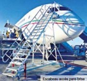Escabeau accès pare brise avion