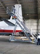Escabeau aéronautique réglable en hauteur