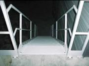 Escalier droit industriel - Adaptables à des hauteurs différentes