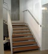 Escalier droit intérieur - Limon en acier - les marches sont en bois