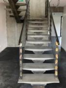 Escalier en béton fibré ultra performant - Marche individuelle à poser sur crémaillère