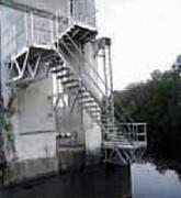 Escaliers accès barrage - Recommandés en milieu marin