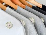 Etiquette adhesive pour textiles
