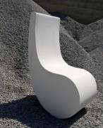 Fauteuil public en béton - Dimensions (L x P x H) : 48 x 70 x 97 cm