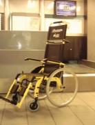 Fauteuil roulant collectivités - Dimensions optimisées pour une utilisation en aéroport