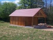 Garage avec auvent en biton aspect Bois