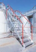 Garde-corps et escaliers d'accès sur passerelle - Utilisation combinée de profils aluminium extrudés issus des séries 5000 et 6000