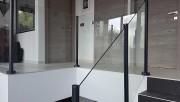 Balustrade en verre sans main courante - Garde-corps attrayante, abordable, nécessitant peu d'entretien et facile à installer pour les applications résidentielles ou commerciales.
