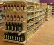 Gondole de magasin bois - Bonne visibilité à tous les produits.
