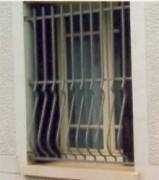 Grille de défense en métal - Avec barreaux galbés