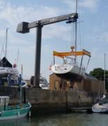 Grue potence pour le levage de bateaux - Idéale pour manutentionner de très lourdes charges, de 2 à 30 tonnes, avec un bras de 8m de long.