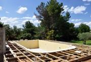 Installation piscine coque polyster - Résistance - Etanchéité - Adaptation aux UV