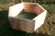 Jardinière en bois hexagonale - Dimensions (mm) : 1600 x 1600