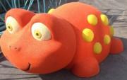 Jeu caoutchouc grenouille 3D pour aire de jeux - Dimensions (H x L x l) : 80 x 155 x 250 cm