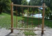 Jeu extérieur d'équilibre - En bois de robinier - Portique, poutres et cordes