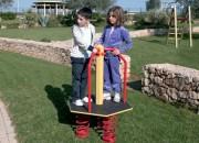 Jeu sur ressort multi-places pour enfants - Dimensions hors tout (cm) : 85 x 75 x 115 h