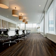 Lames PVC amovibles : 25 décors bois et pierre - Facile à poser et à réinstaller. Composé à 65% de contenu recyclé. 100% recyclable et certifié reach. Modularité en planches et dalles.